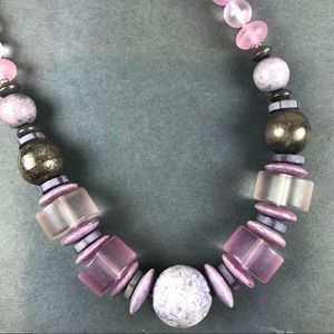 Vintage purple lavender lucite beaded necklace